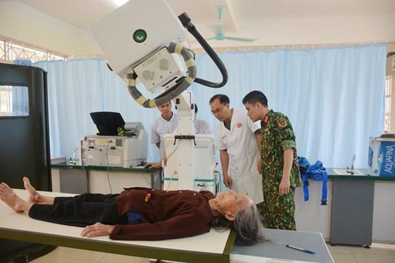 Vietnam, China hold joint medical examination in border areas hinh anh 1