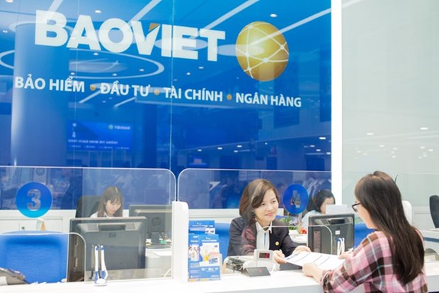 Life insurance sector pumps over 215 trillion VND in economy in H1 hinh anh 1