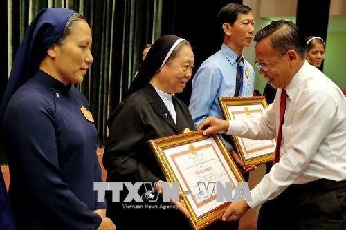 HCM City honours exemplary Catholics in charity work hinh anh 1