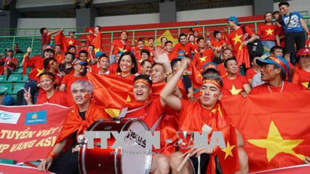 Fans rush to book last-minute tours to watch ASIAD football semifinal hinh anh 1