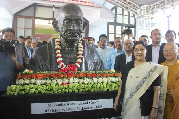 Mahatma Gandhi bust inaugurated in Hanoi hinh anh 1
