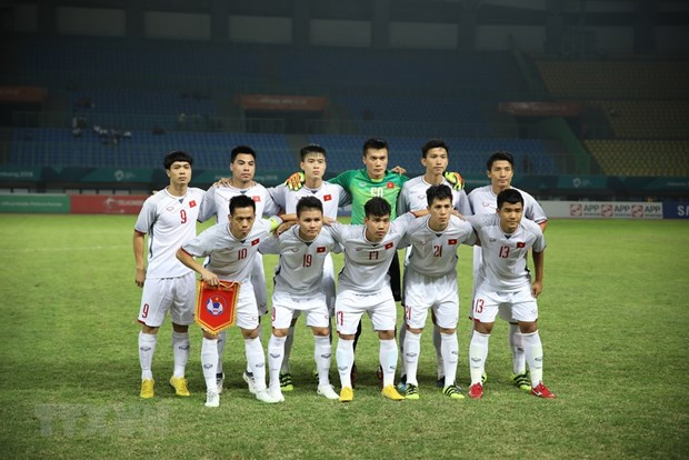 PM congratulates footballers for entering ASIAD semifinals hinh anh 1