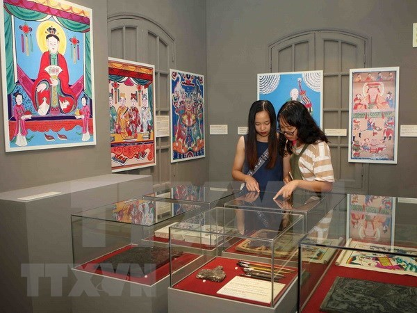 Vietnamese folk paintings displayed in Thang Long Citadel hinh anh 1