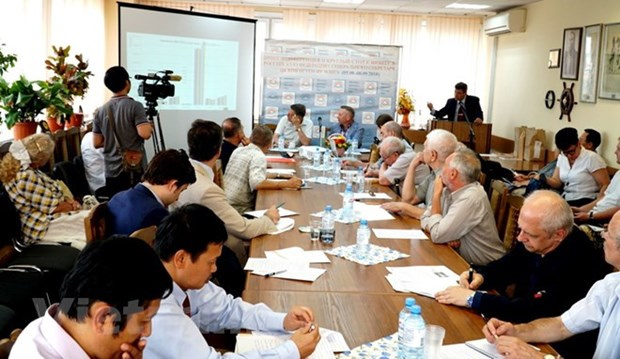 Russian centre holds roundtable on Vietnam-Russia relations hinh anh 2