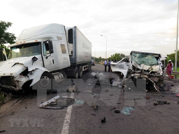 Traffic accidents reduce in first two quarters hinh anh 1