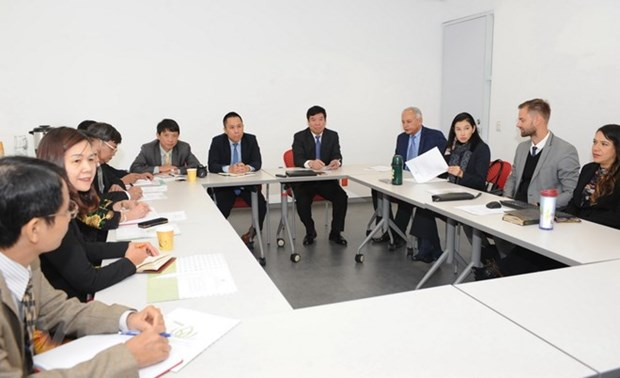 VN, Mexico share experience in personnel training, public administration hinh anh 1