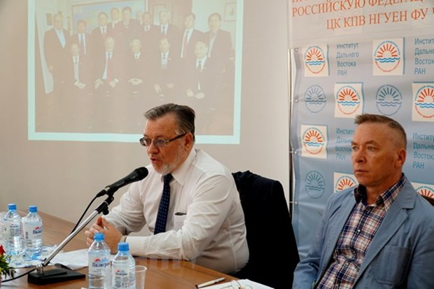 Russian centre holds roundtable on Vietnam-Russia relations hinh anh 1