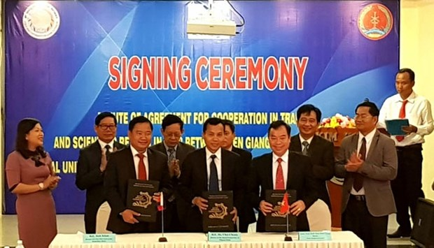 Vietnamese, Cambodian universities cooperate in training, research hinh anh 1