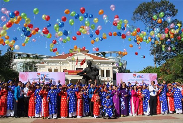 100 couples join collective wedding in HCM City hinh anh 1