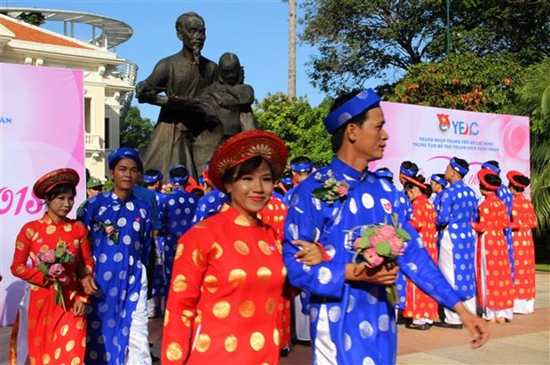 100 couples join collective wedding in HCM City hinh anh 2