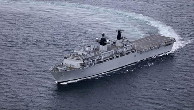UK Royal Navy's ship HMS Albion visits Vietnam hinh anh 1