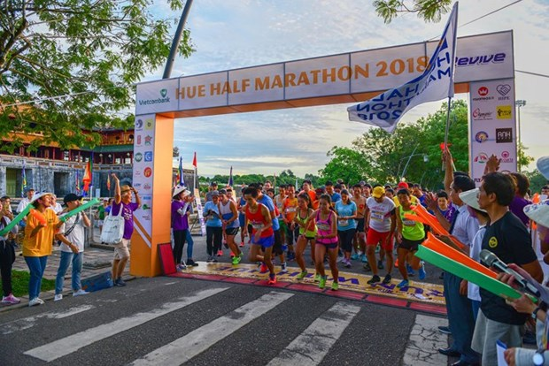 Over 1,500 runners join Hue Half Marathon 2018 hinh anh 1