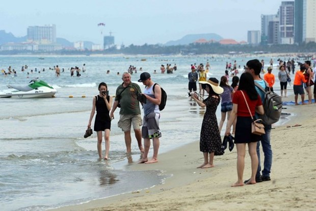 Da Nang enjoys over 30 percent rise in tourist arrivals hinh anh 1