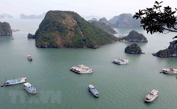 Quang Ninh serves 86,000 visitors on National Day occasion hinh anh 1
