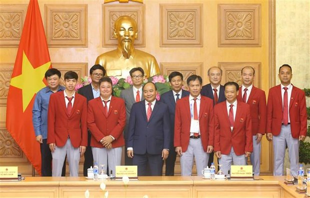 PM meets Vietnam's sports delegation to ASIAD 2018 hinh anh 1