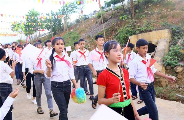 Over 23 million students begin new school year hinh anh 2