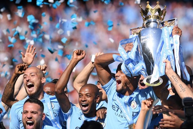 Premier League trophy to be in Vietnam in mid-September hinh anh 1