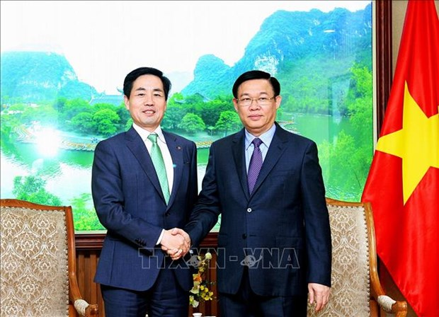 Deputy PM voices support for Lotte business expansion hinh anh 1