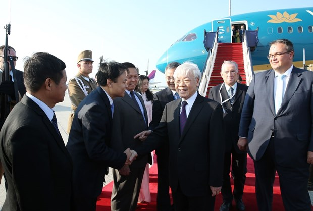 Party leader starts official visit to Hungary hinh anh 1