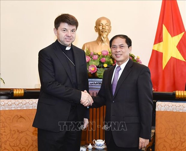 Holy See's non-residential envoy to Vietnam hosted by Deputy FM hinh anh 1