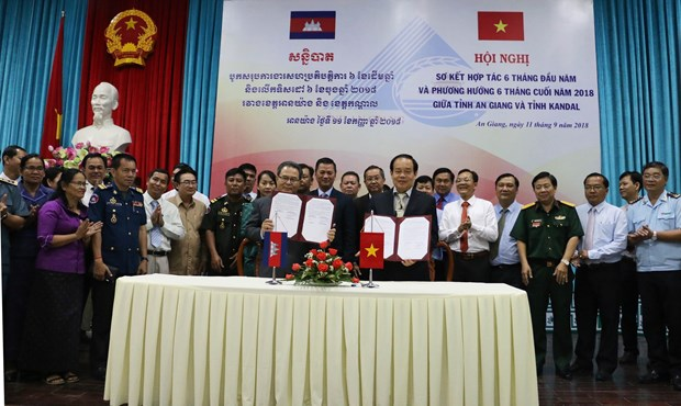 Vietnam, Cambodia provinces record encouraging multifaceted ties hinh anh 1