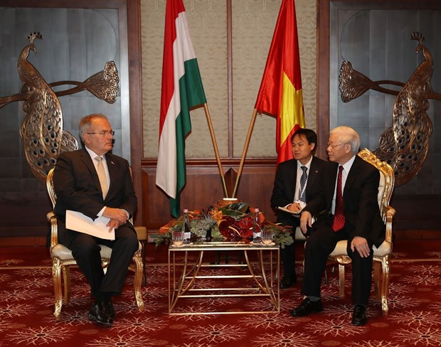 Hungarian Workers' Party treasures ties with Vietnam hinh anh 1