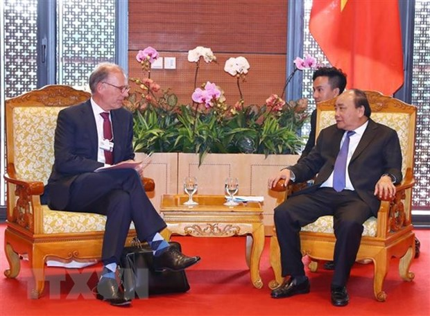 PM urges Carlsberg to expand investment in Vietnam hinh anh 1