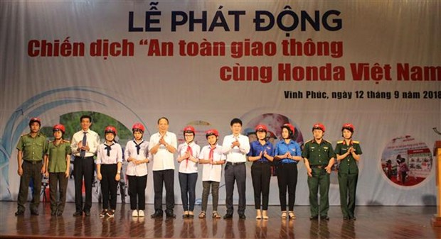 Traffic safety campaign launched in Vinh Phuc province hinh anh 1