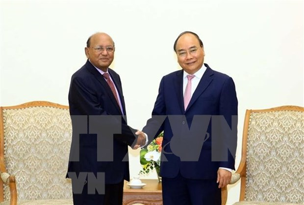PM urges more effort to boost trade, investment ties with Bangladesh hinh anh 1