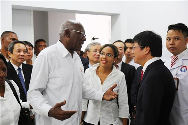Cuban delegation visits Vietnam-Cuba Friendship Hospital hinh anh 1