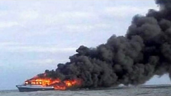 Indonesia: Ferry catches fire, killing at least 10 hinh anh 1
