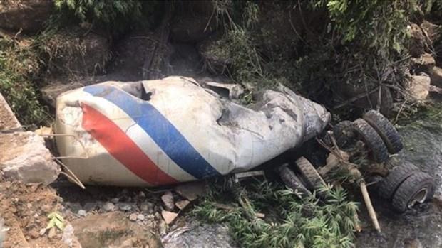 Concrete mixer truck-coach crash kills 13 in Lai Chau hinh anh 1