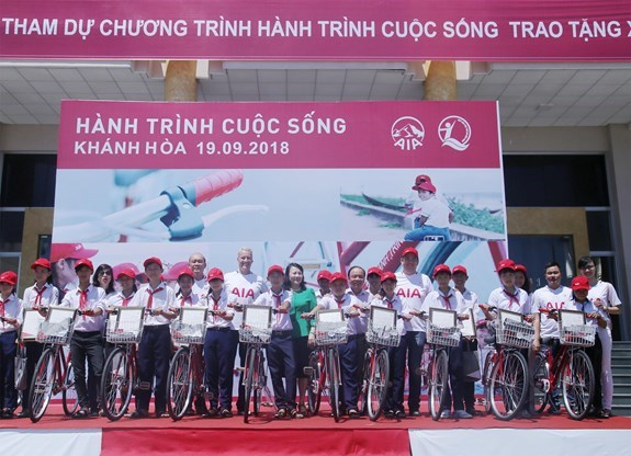Khanh Hoa: Bicycles presented to disadvantaged students hinh anh 1