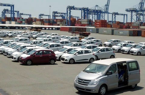 Vietnam's car imports up 50 percent in August hinh anh 1