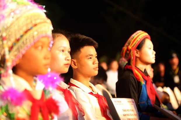 Scholarships presented to students in northern mountainous provinces hinh anh 1
