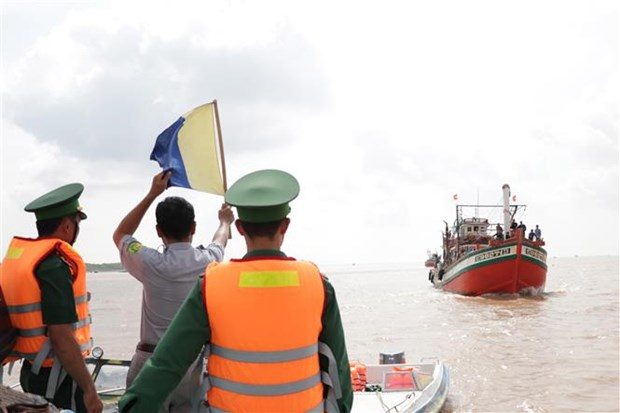 Coastal provinces coordinate in monitoring fishing boats hinh anh 1