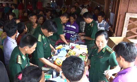 Free health care services, medicine provided to Cambodians hinh anh 1