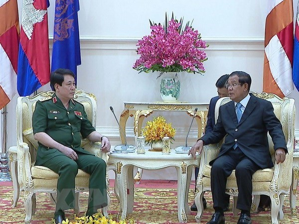 Vietnam boosts defence cooperation with Cambodia hinh anh 1