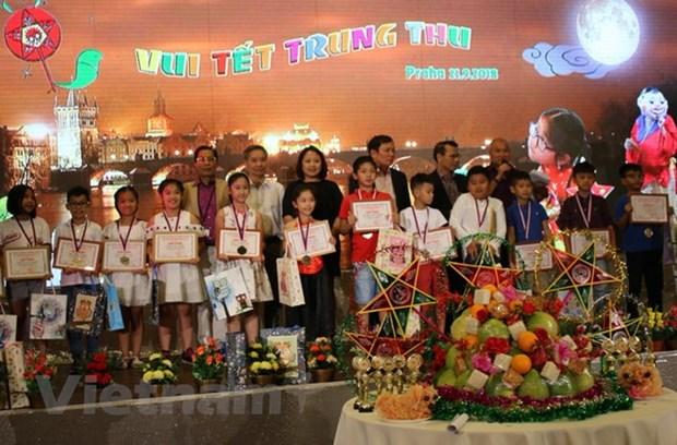 Mid-Autumn Festival held for Vietnamese children in Czech Republic hinh anh 1