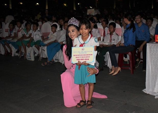 Mid-autumn festival brings joy to disadvantaged children hinh anh 1