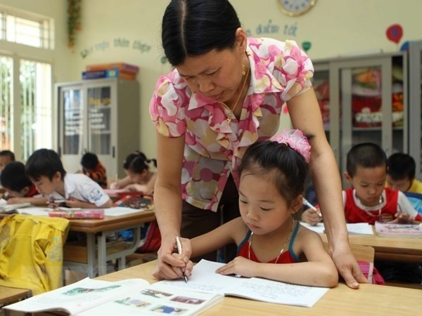 Education Minister confirms teacher shortages hinh anh 1