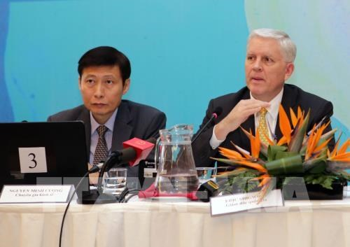 Vietnam keeps up strong growth in first half: ADB hinh anh 2