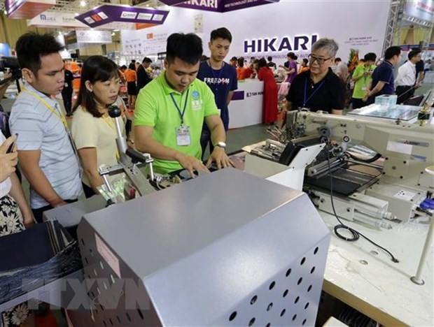 Int'l textile-garment, footwear fairs slated for November hinh anh 1