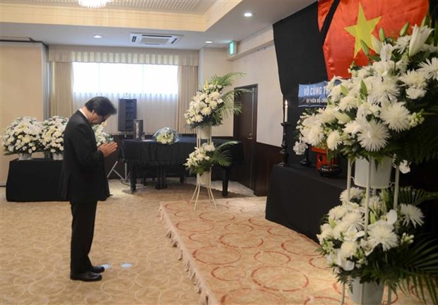 Vietnam Embassy in Japan pays respect to President Tran Dai Quang hinh anh 4