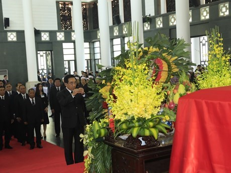 Foreign guests pay last respects to President Tran Dai Quang hinh anh 1