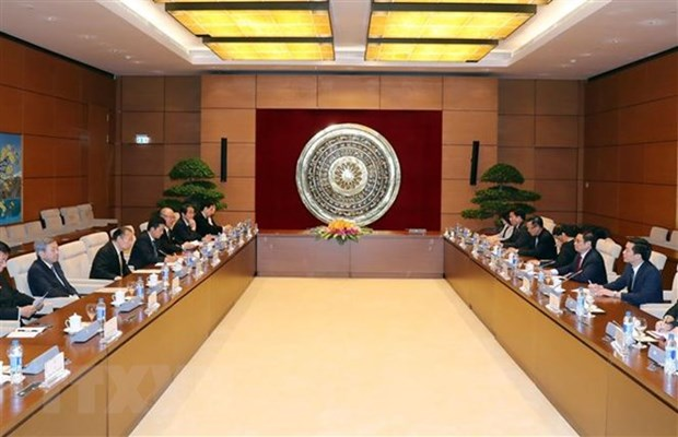 Party official hosts Japanese LDP Secretary General hinh anh 1