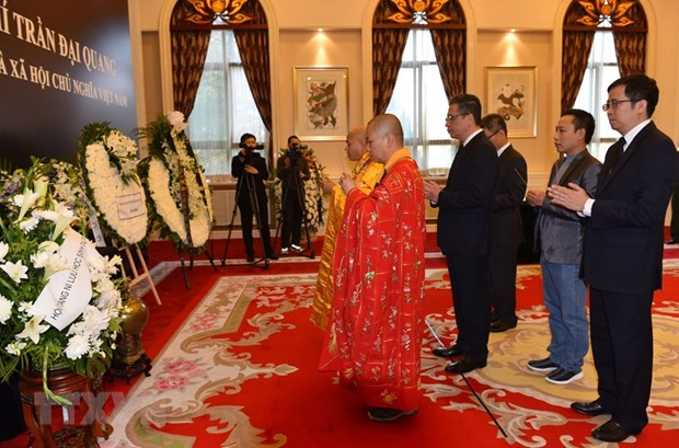 Respect-paying ceremonies for President held abroad hinh anh 1