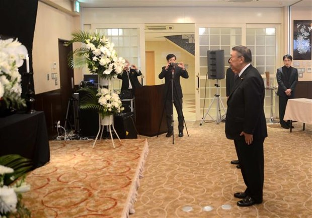 Vietnam Embassy in Japan pays respect to President Tran Dai Quang hinh anh 2