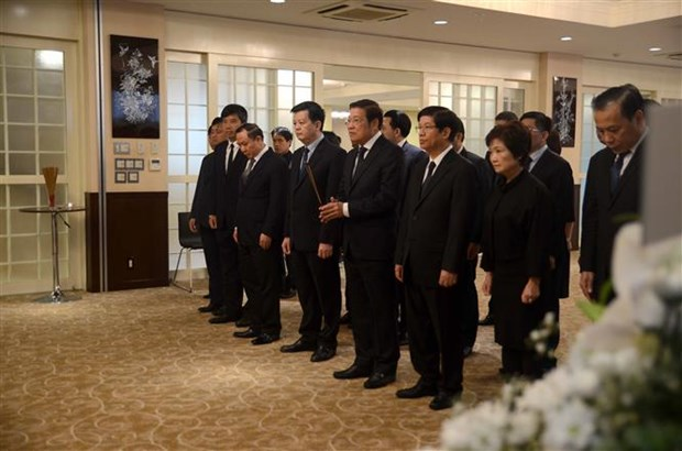 Vietnam Embassy in Japan pays respect to President Tran Dai Quang hinh anh 1