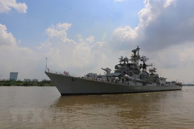 Indian navy's ship makes friendship visit to Vietnam hinh anh 1